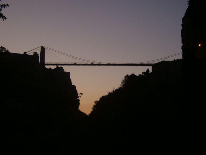 مدينة الجسور المعلقة...!! big.102961215.jpg